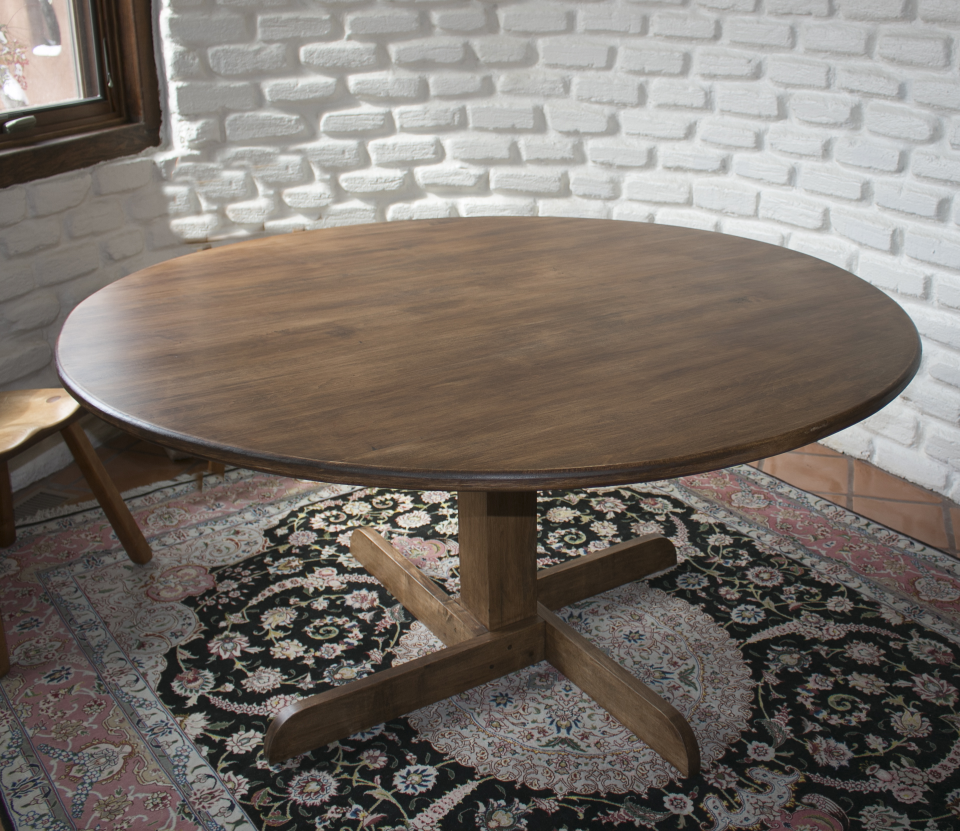 """Dining Room Round Table"
